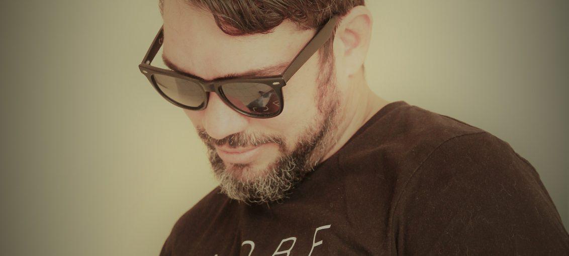 Licio Gomez - Teoria